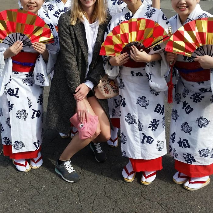 tall people problems japan woman kneeling
