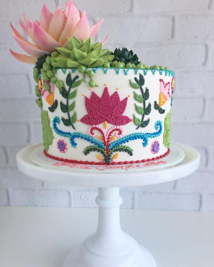 cake on platform embroidered patterns in cakes leslie vigil