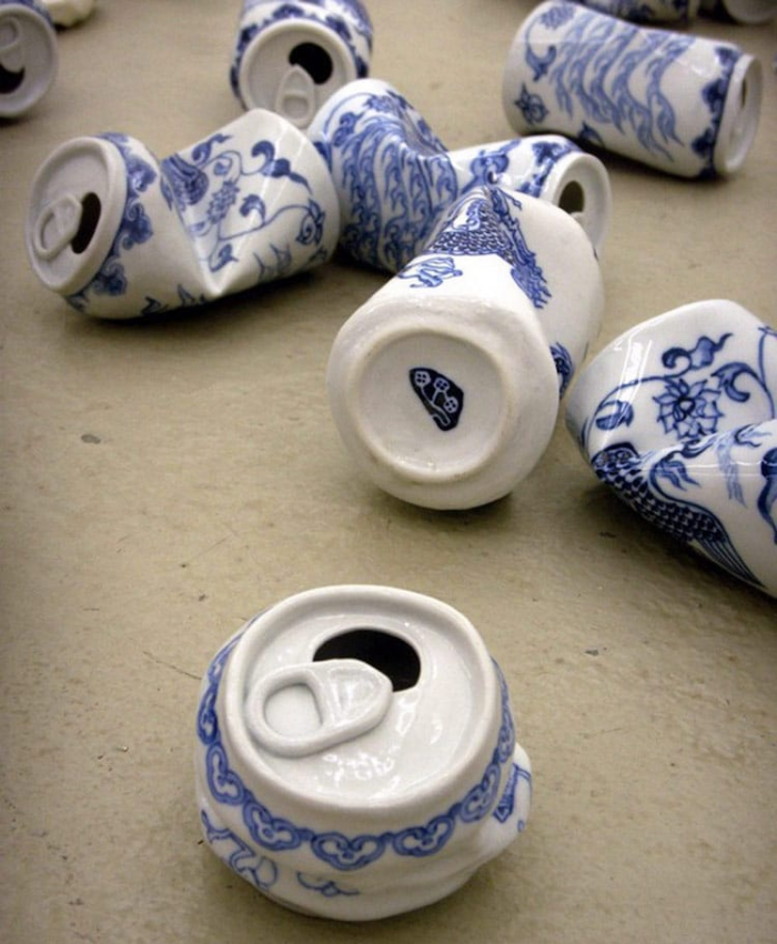combination of modern cans and tea cups lei xue drinking tea