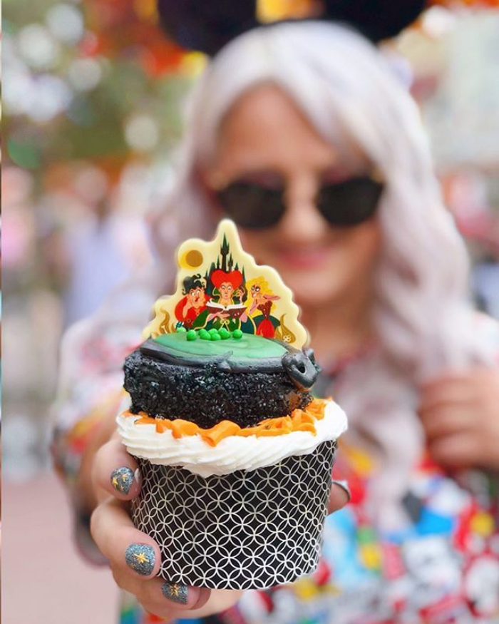 disney world hocus pocus cupcake