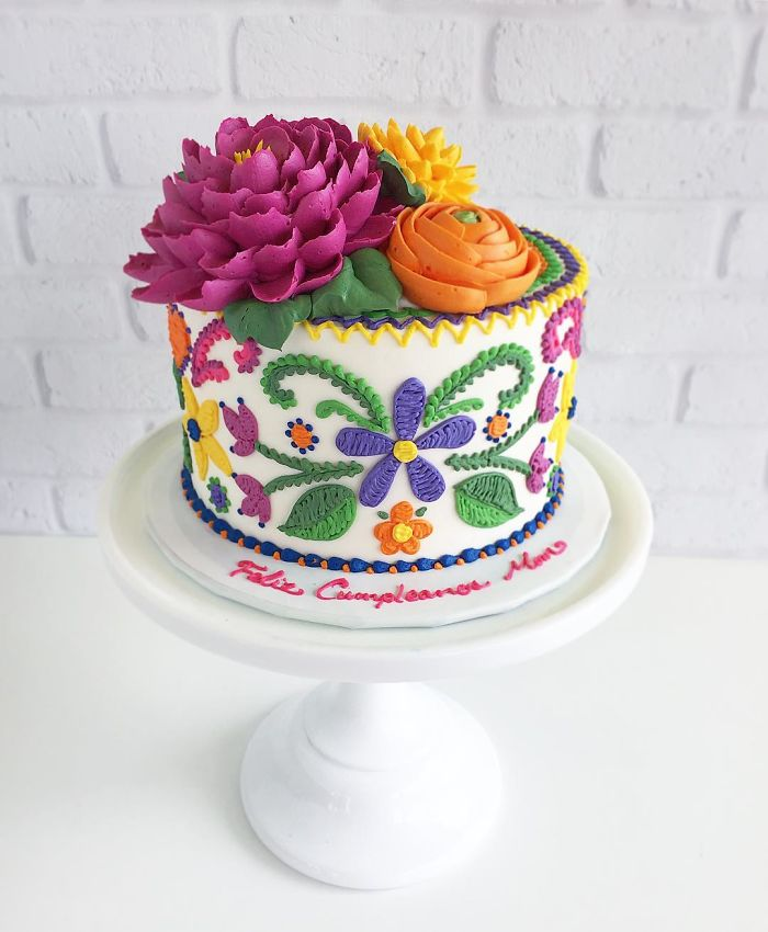 gorgeous flowers on cake embroidered patterns in cakes leslie vigil