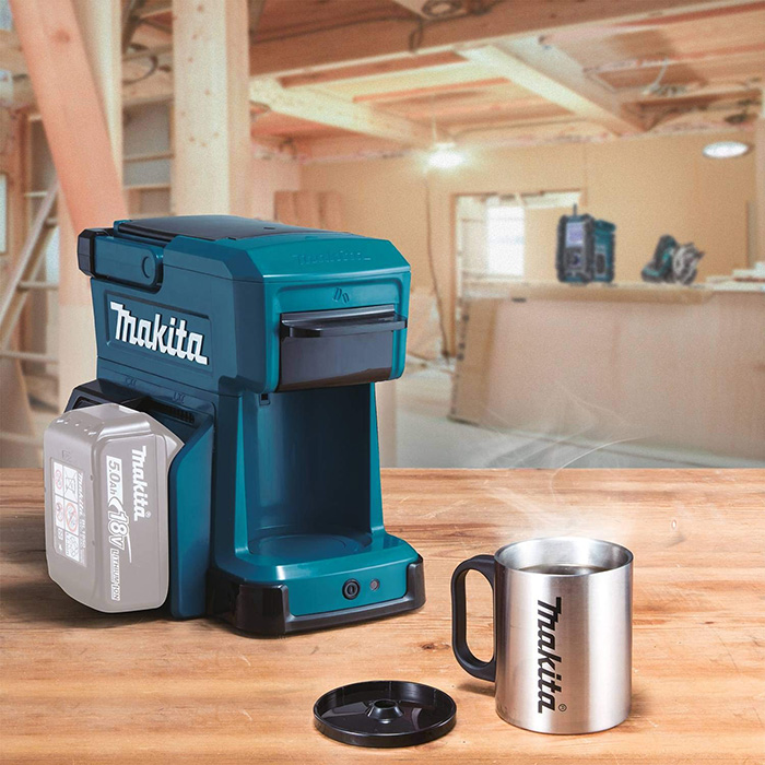 makita job site coffee maker with mug