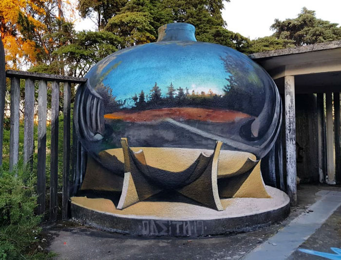 odeith jaw-dropping 3d street art chrome jar