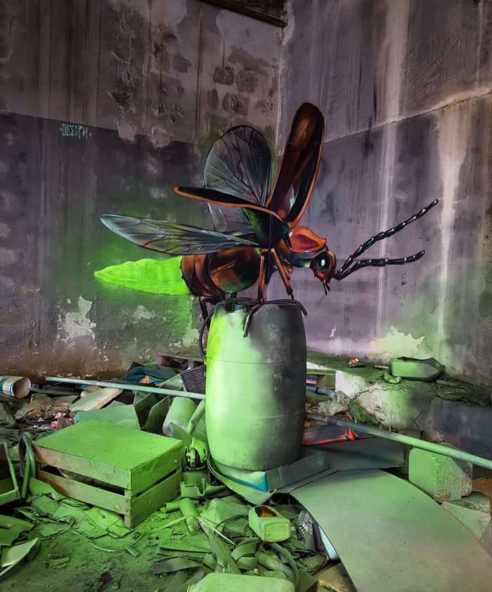 odeith jaw-dropping 3d street art giant firefly