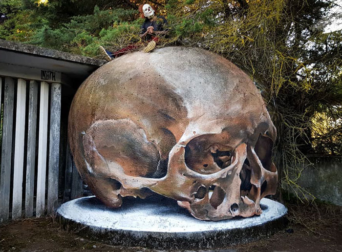 odeith jaw-dropping 3d street art skull
