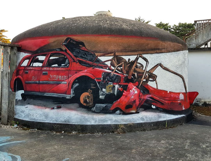 odeith jaw-dropping 3d street art spider car