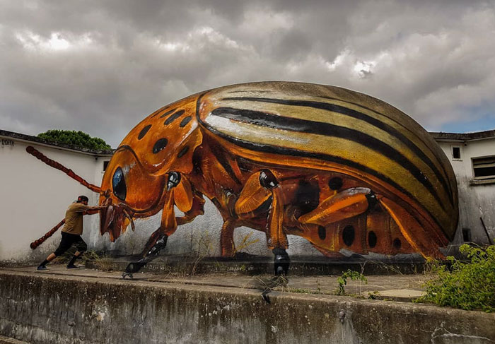 odeith jaw-dropping 3d street art yellow beetle