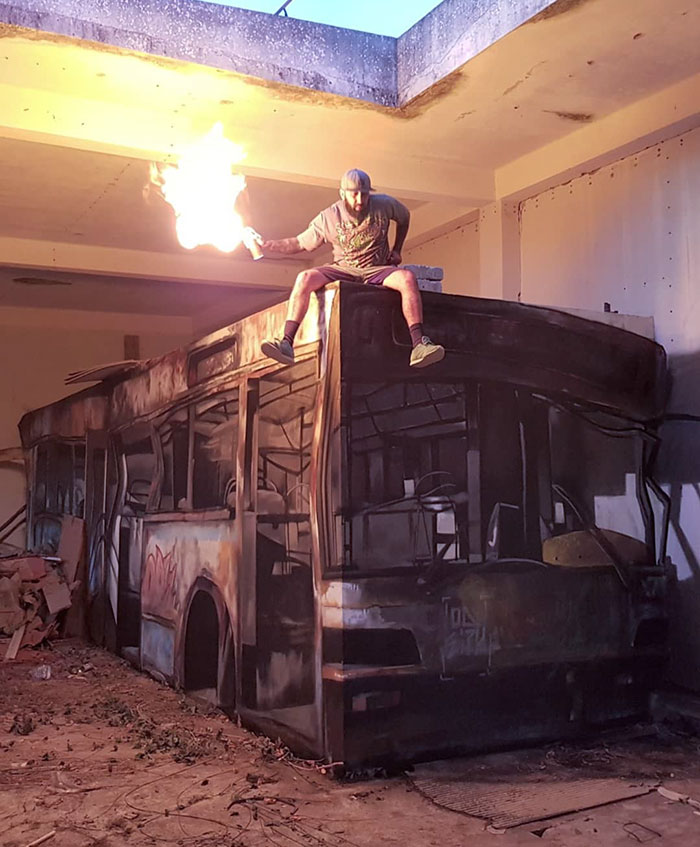 odeith wrecked bus anamorphic mural