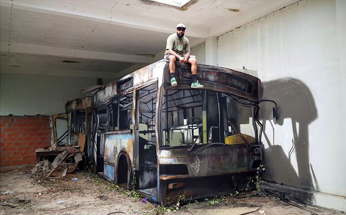 odeith wrecked bus jaw-dropping 3D street art