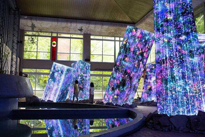 teamlab megaliths in the bath house mifuneyama rakuen park exhibition