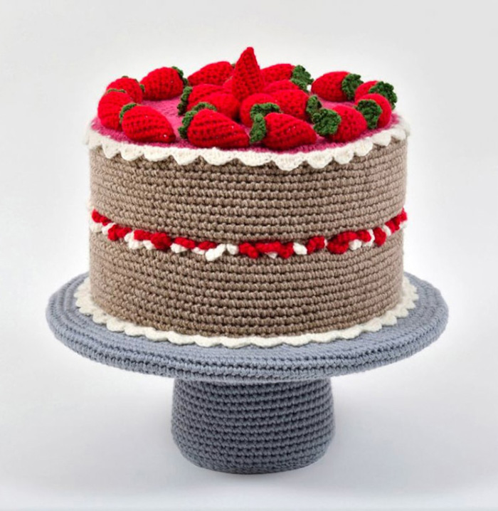 trevor smith crochet sculptures strawberry cake