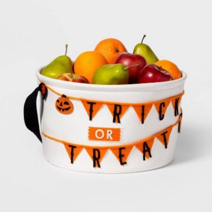 trick or treat basket halloween party decoration ideas