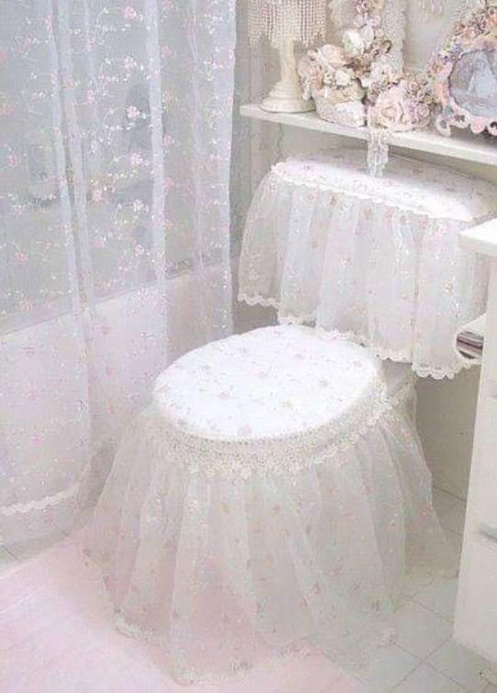 Lacy Toilet