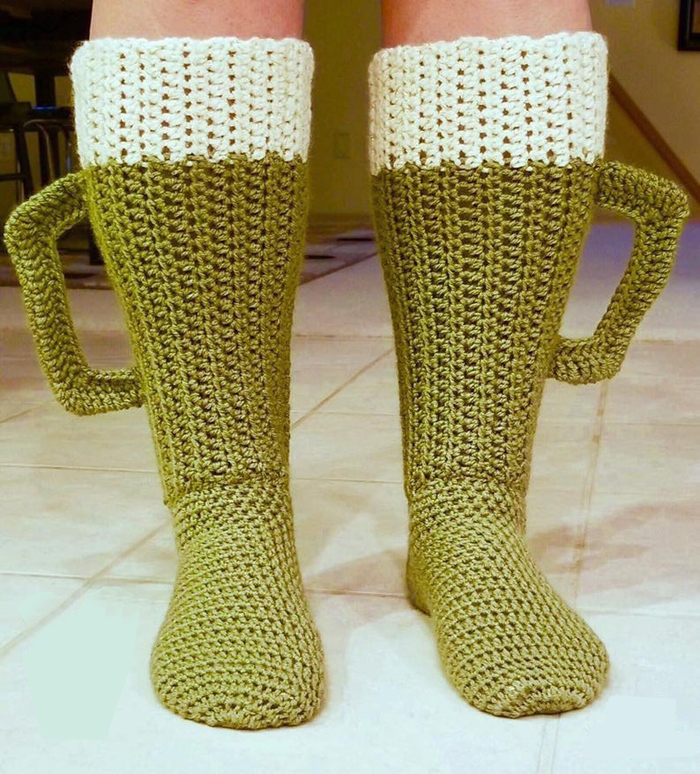 glennartistrycrochet beer mug socks pattern