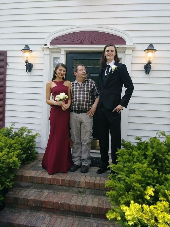 tall people with short people prom picture