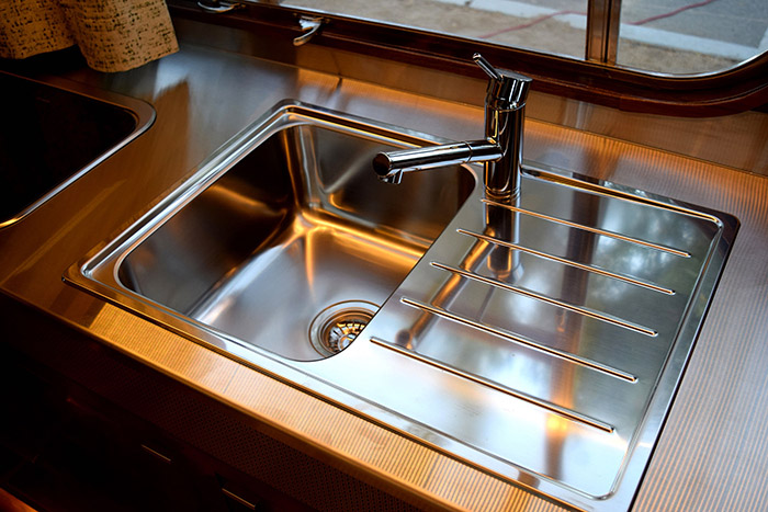 1961 Holiday House Geographic X gleaming kitchen sink