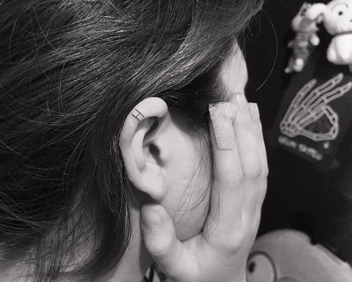 H helix ear tatooo by tattoo geomi