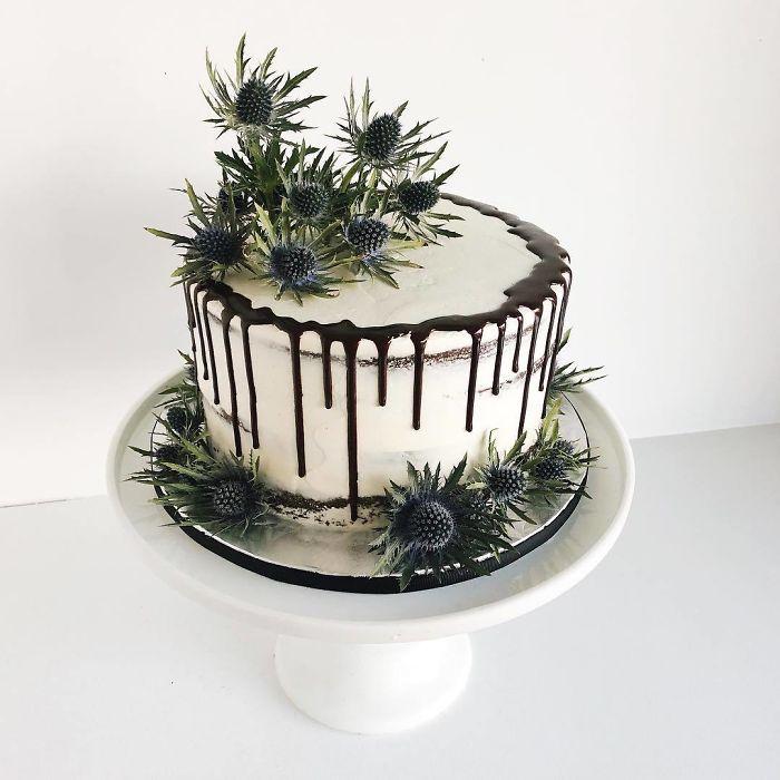 darci amazing cakes black thistles