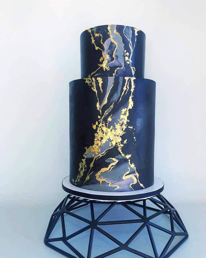 darci amazing cakes black with gold pattern