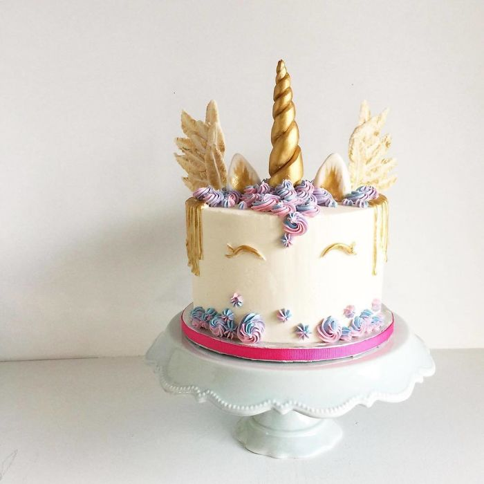 darci amazing cakes unicorn golden horn
