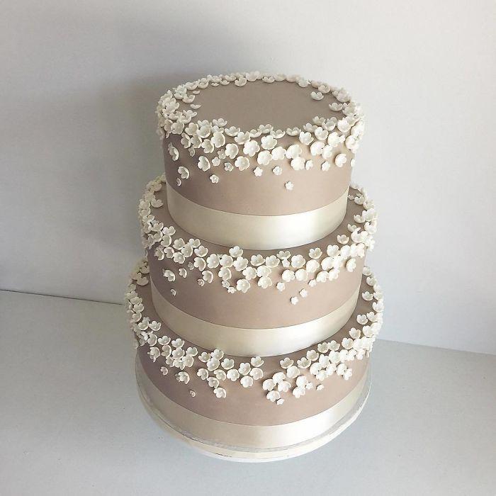 darci amazing cakes white flowers
