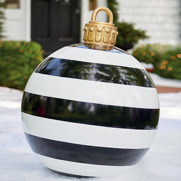These Oversized Christmas Ornaments Make Outdoor Decorations
