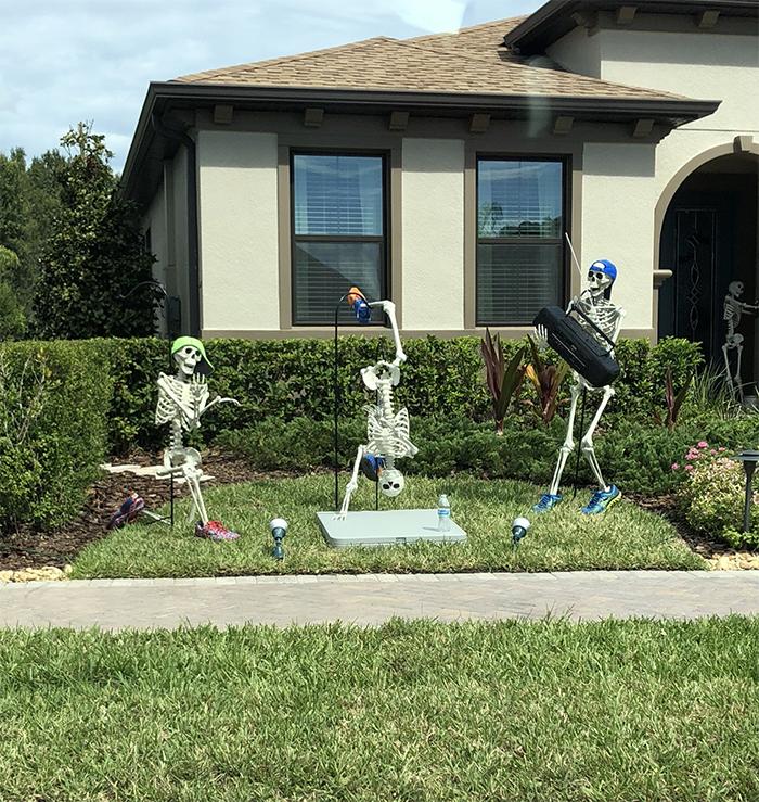 halloween skeletons breakdancing
