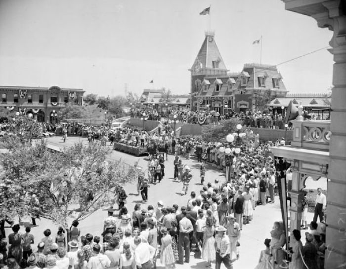 The Epic Disneyland Line during the public opening