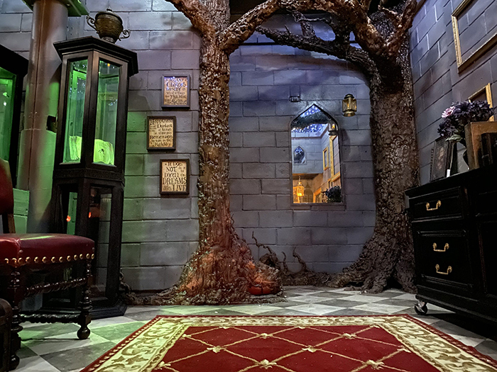 Harry Potter-inspired Bedroom Tree Pillars and Brick Wall
