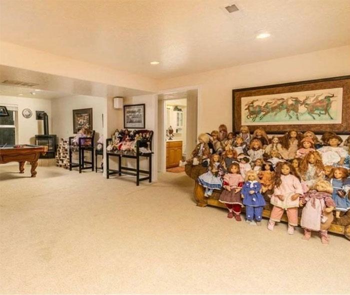House Full of Dolls