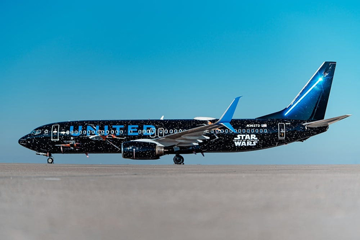 United Airlines' Star Wars-themed Boeing 737 Plane Light Side