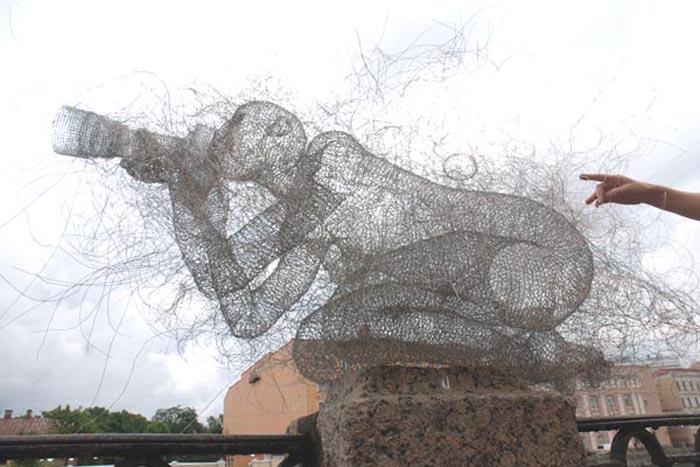 nadia zubareva steel wire sculptures camera girl