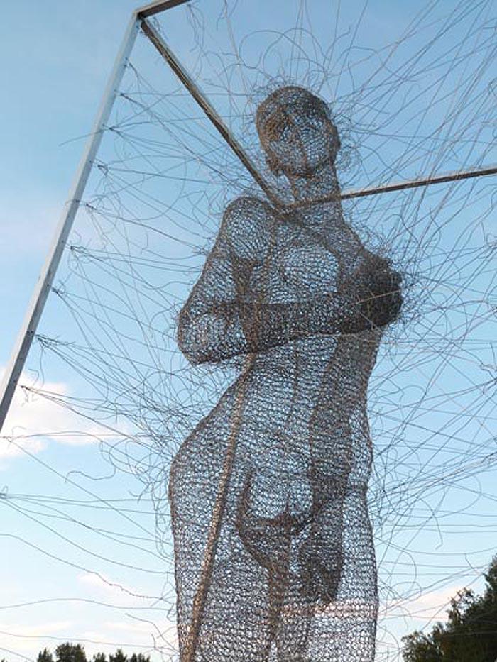nadia zubareva steel wire sculptures just a girl