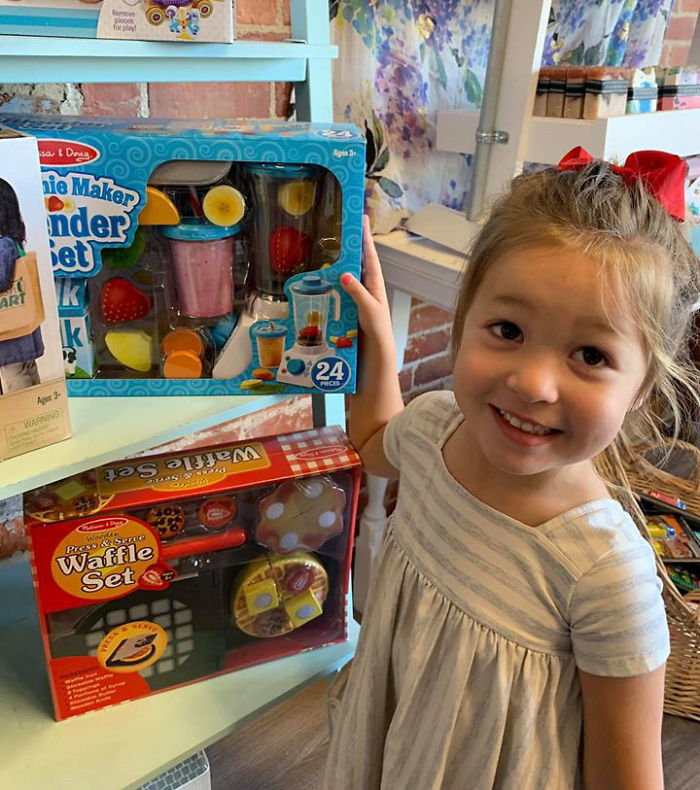 Kristina Watts Daughter Emmie with Smotthie Maker Blender Set Toy