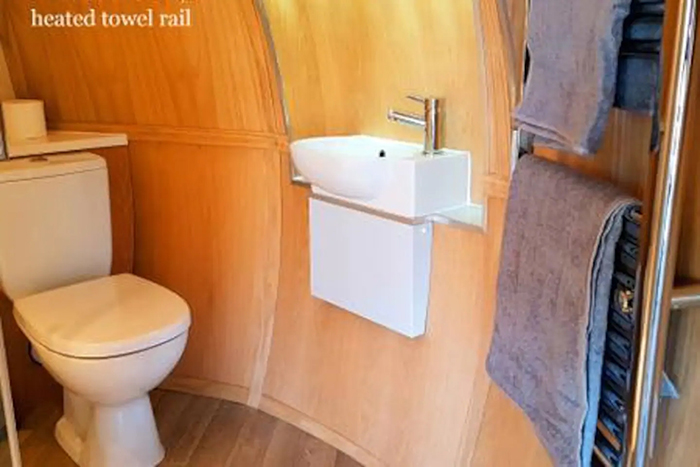 airbnb the hobbit pod bathroom