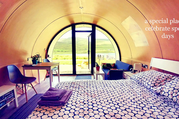 airbnb the hobbit pod bedroom