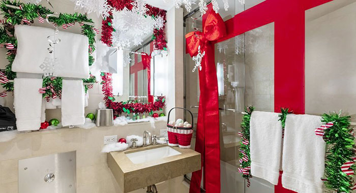 christmas-fied bathroom at the winter wonderland suite