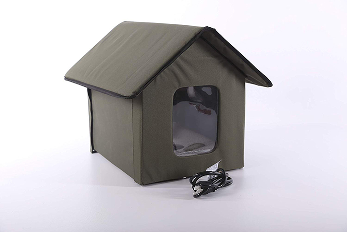 heated outdoor cat house with heating pad