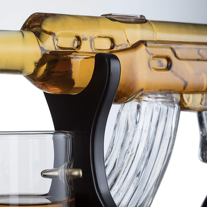 rifle-shaped wine vessel
