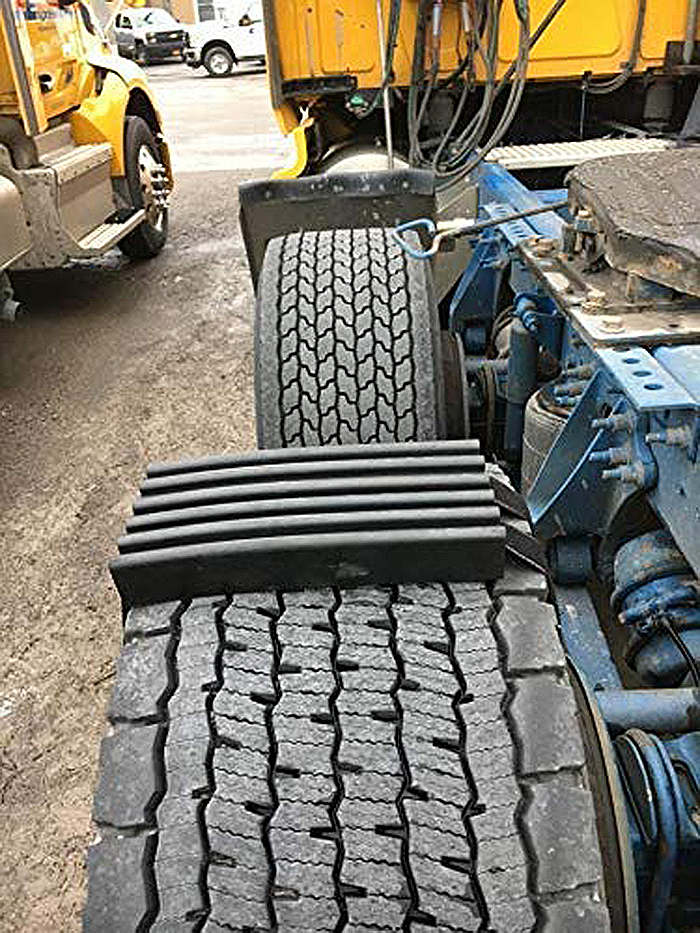 tire traction device for wide track vehicles