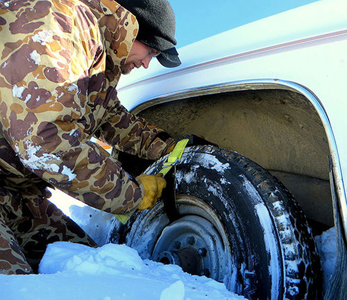 tire traction device installation