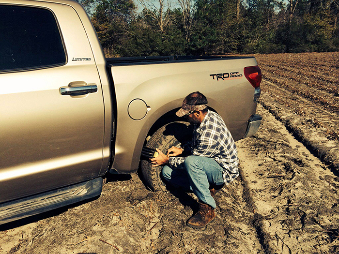 tire traction device unstuck your vehicle