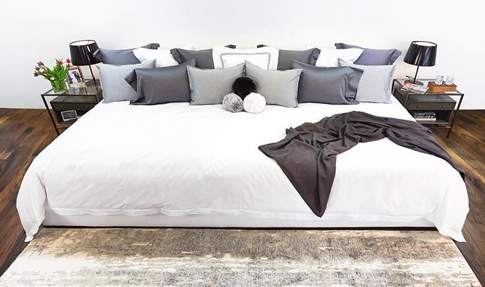 Ace Collection 12-foot Bed with White Sheet and White and Gray Pillows