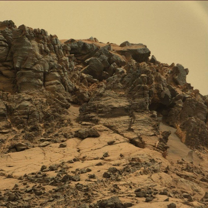 Rocky Surroundings Captured by Curiosity