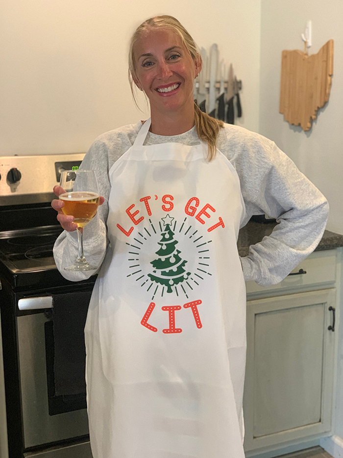 hilarious christmas-themed kitchen outfit
