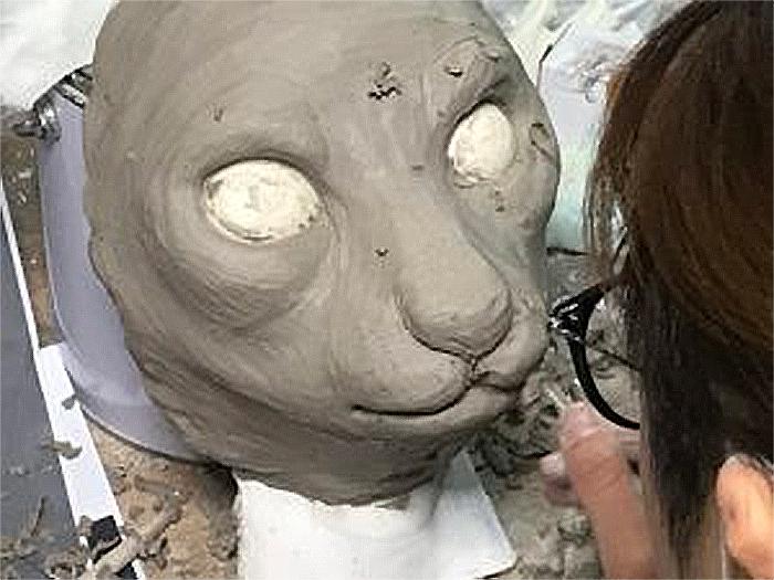 japanese craftsman molds sculpture