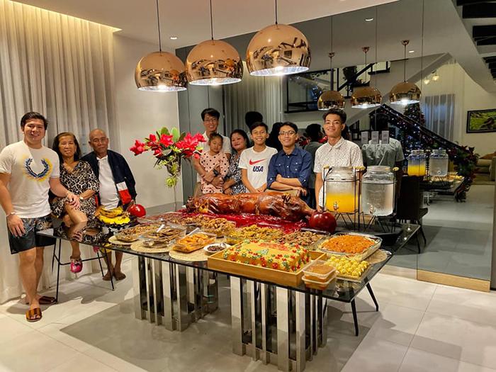 jayvee lazaro badile family at mansion