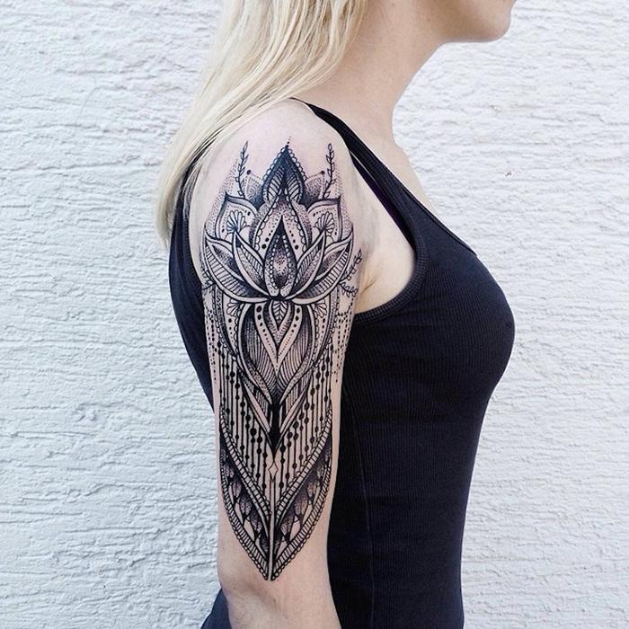 jessica svartvit floral tattoos