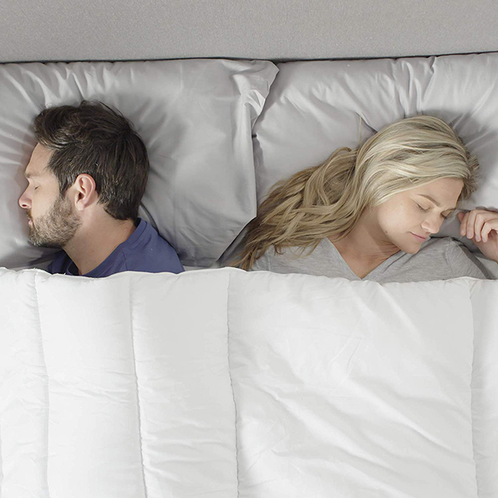 a couple sleeps comfortably using the silentnight you and me comforter