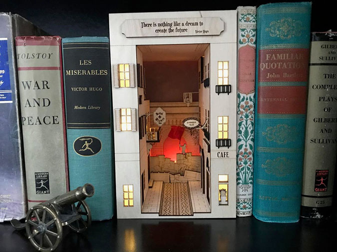 book nook inspired by les mis